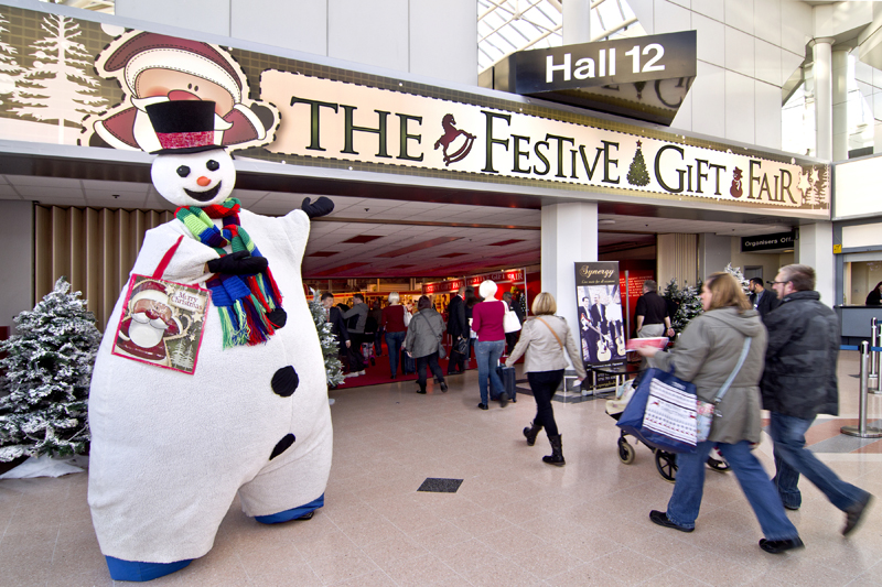 snowman_stiltwalker