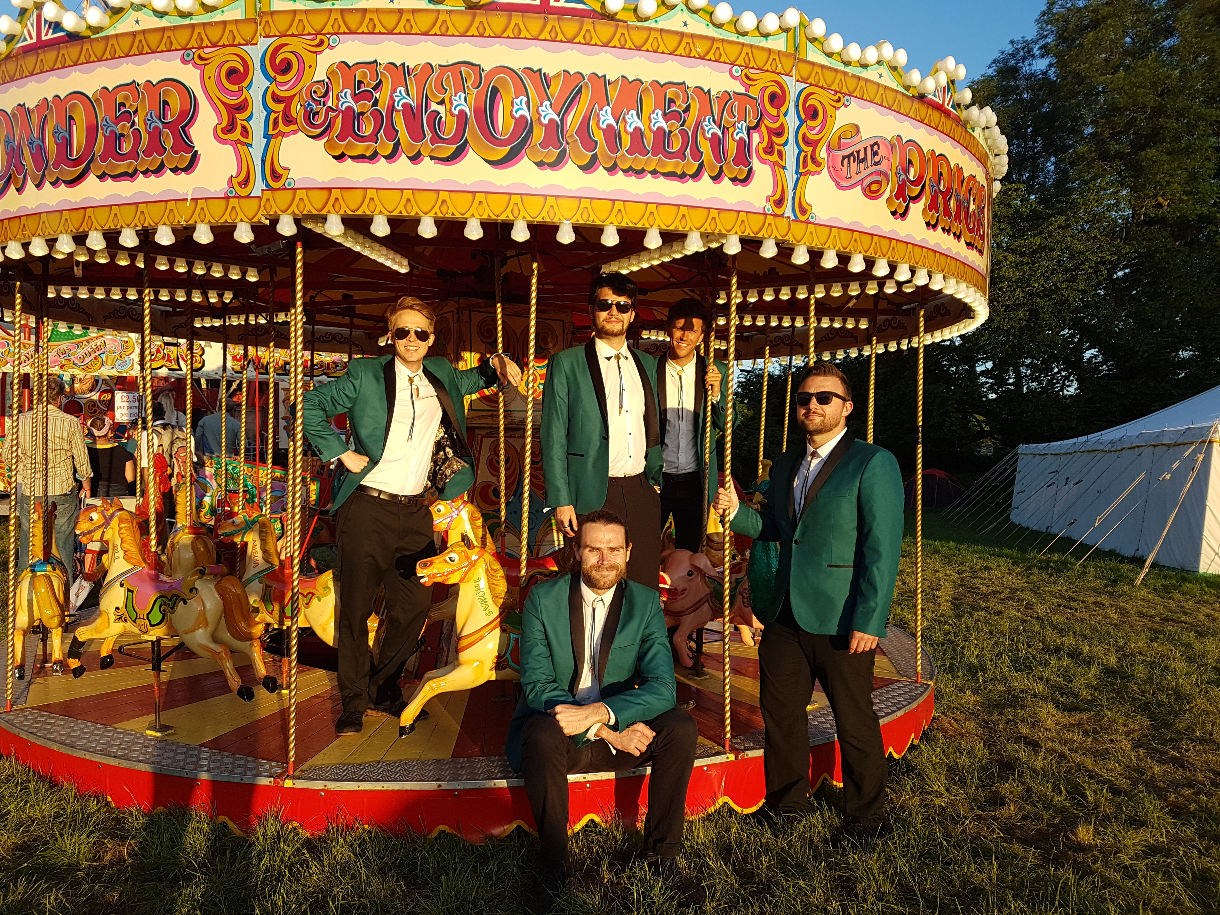 Function Band entertainment on carousel